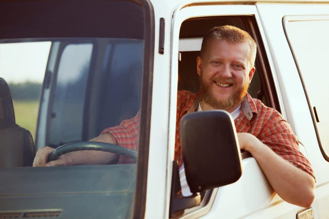 Aicinām darbā kravas automobiļa vadītājus